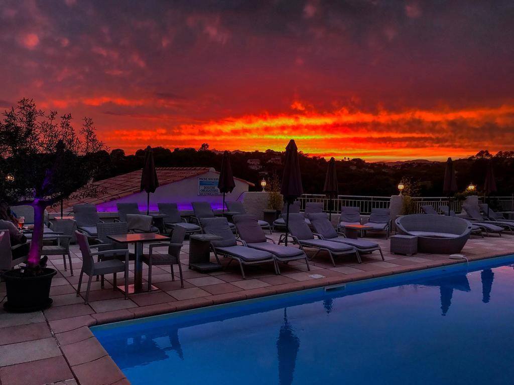 Hotel Acquadolce Coucher de soleil au bord de la piscine